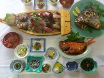 【夕食例】豪華大漁盛り(アワビ・サザエ・伊勢エビ)+(金目鯛の煮付け)プラン。マグロの兜付き!
