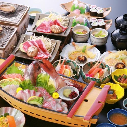 活あわびは踊り焼きに♪ 鯛と他2種は舟盛り♪ ズワイ蟹酢に和牛ステーキ♪ 握り寿司に細巻き等など♪