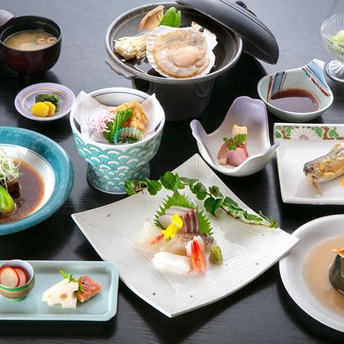 【夕食一例:梅コース】沼津港直送のお刺身盛りをメインとした、伊豆の季節の山海の幸を生かした創作料理