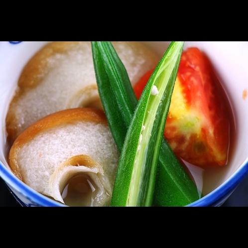 【夕食】車麩とオクラの煮物