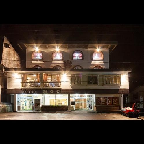 【夜】当館の外観になります
