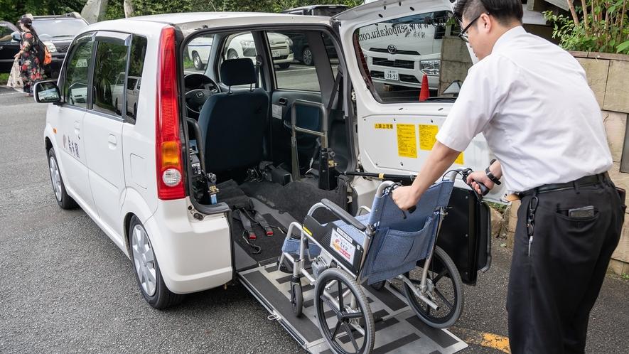 車椅子の方1名と同行者1名が乗車できる専用送迎車をご用意しております。
