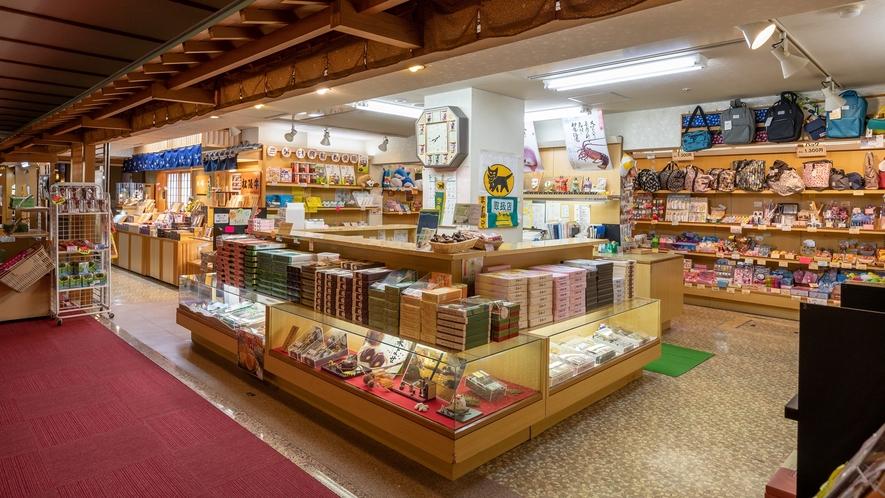 売店/伊勢志摩の名産をあますところなく取り揃えております。旅の思い出に伊勢志摩のお土産をどうぞ。