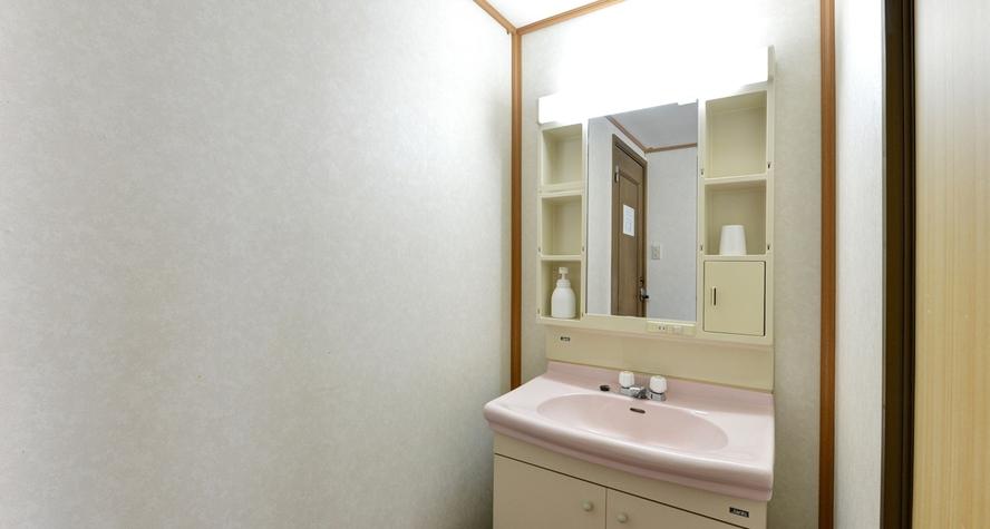 *客室一例:客室に洗面を完備
