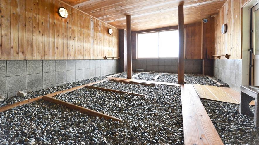 *【薬石風呂】ウィルス感染防止の観点から薬石風呂に衝立を設置しました。