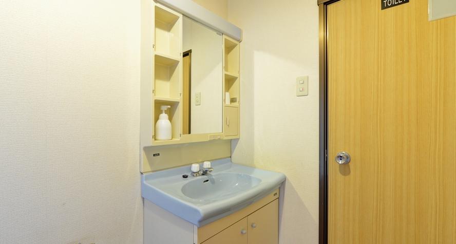 *和洋室(客室一例)/客室に洗面・シャワートイレを完備