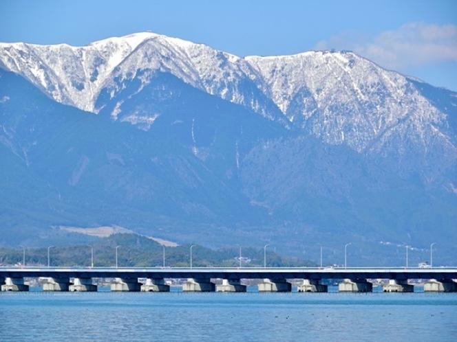 比良山と琵琶湖大橋