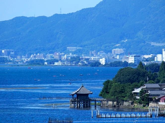 【浮御堂】琵琶湖大橋の南、当ホテルより車で約7分。湖中に浮かぶお堂の景観を是非ご覧ください♪