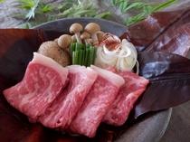 【近江牛朴葉みそ陶板焼き】料理長特製みそと朴葉の香りが食欲をそそります♪