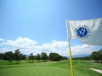 【琵琶湖レークサイドゴルフコース】フェアウェイ走向可能なGPSカートで快適にプレーを楽しめます♪