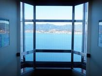 14階レストランまで琵琶湖を一望できる直通エレベーターをご利用ください♪