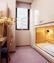 個室カプセルルーム