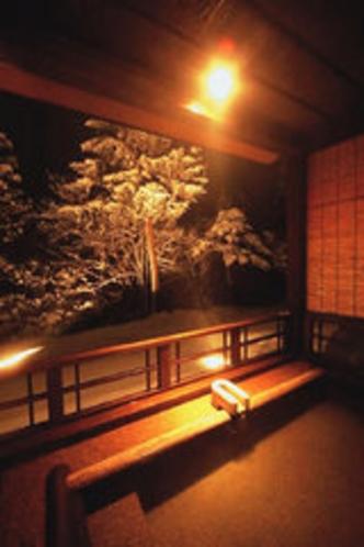 冬の夜の露天風呂