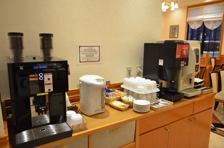 コーヒーメーカー 豆から挽いておりますので、香りもお楽しみいただけます♪