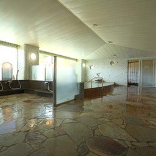 *白馬アルプス温泉を広い大浴場で楽しむ。