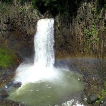 苗名滝(当館から車で14分)
