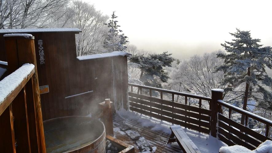 【展望露天風呂「雲の助」】露天大桶風呂(冬)