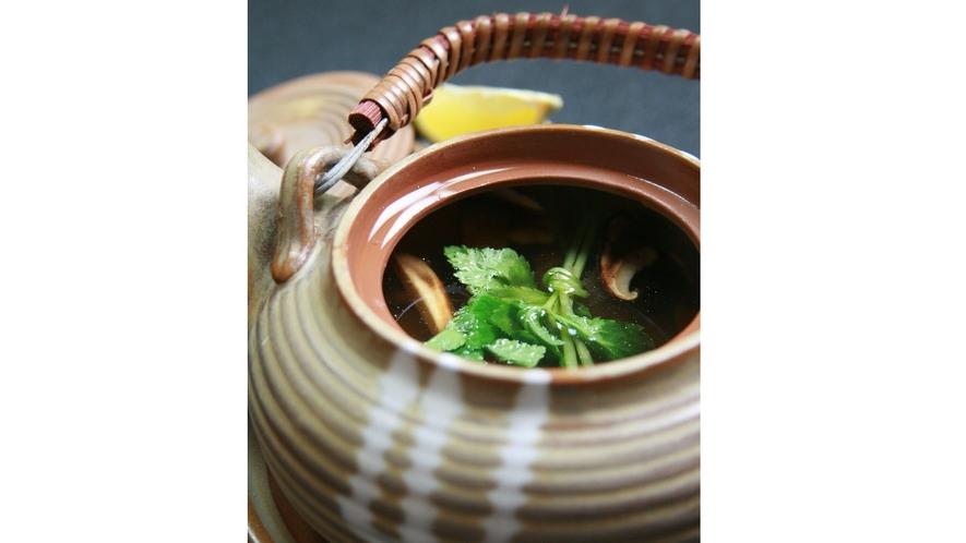 【季節のご馳走】松茸の土瓶蒸し