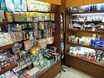 お薬など日用雑貨などが手に入るファーマシー「タック」(2F)