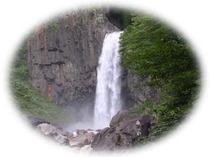 日本の滝100選のひとつ苗名滝