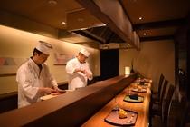 カウンター席【グリルダイニング藍】料理人との会話も美味しさの一つ。おすすめです!