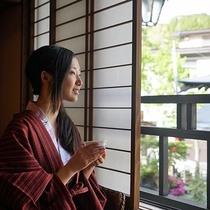 本館【竹】2階☆和室16畳+ベッドルーム(禁煙)窓からは、山々と温泉街が見えます。