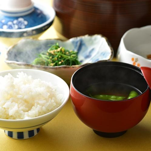 「朝食」朝は、体が喜ぶ和食膳♪ 山形産「つや姫」に女将味噌のお味噌汁♪