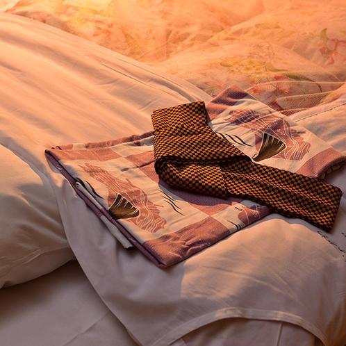 女将がデザインした、当館オリジナルの浴衣♪小野小町と和歌が描かれています。