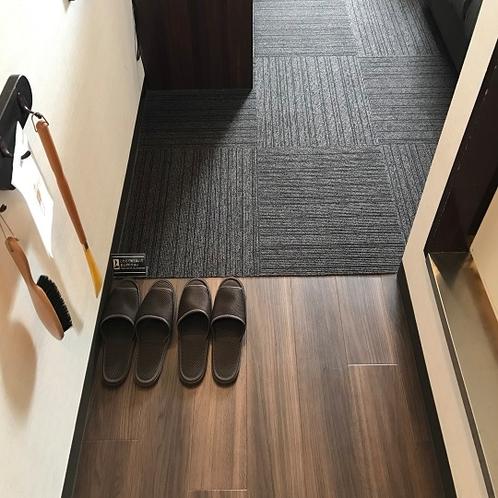 ◆室内入口 室内は靴を脱いでお寛げるよう室内用スリッパを用意しております。