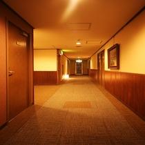 ◇館内 各フロアに行灯があり、温かみのあるフロアスペースです☆彡
