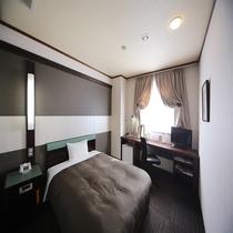 ◆シングルルーム 15~17㎡ 幅140cmのダブルベッドを設置。