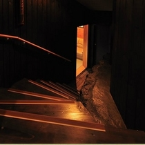 もみじ(秘密基地への入り口のような階段)