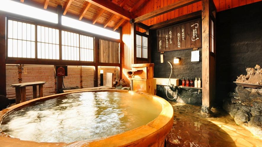 【もみじ】露天たる風呂付客室のお風呂はもちろん源泉かけ流しのにごり湯♪