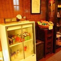 【館内】ソフトドリンク、スナック菓子、カップ麺販売してます!お酒の自販機もあります!