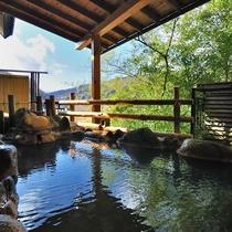 【男性大浴場】併設の露天風呂(冬季は閉鎖します)