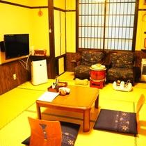 【もみじ】露天たる風呂付客室は2間の和室あり(1つ目)
