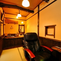 【はなみずき・禁煙】半露天風呂付客室の脱衣場(マッサージチェアあり)