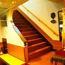 【館内】お部屋へは階段で(8畳や10畳など一般客室は2階です)