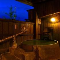 【離れの貸切風呂「釜」】お風呂はもちろん源泉かけ流しのにごり湯です!