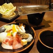 ある日のご夕食一例(名物くわ焼き!見て豪快、食べて美味しい!)
