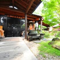【外観】お宿への玄関