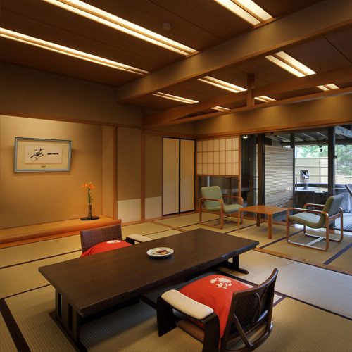 【茶寮プレミアム客室】ゆっくりと上質な時間が流れる当客室が旅を更にムードあるものへ。