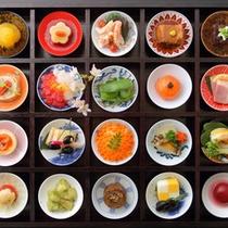 【彩り20品(期間限定)】契約農家の新鮮な有機野菜が並ぶ