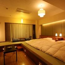 【和風モダン室】畳に低層ベッドのお部屋。間接照明がシックなムードを演出します。(※葉山側のみ)
