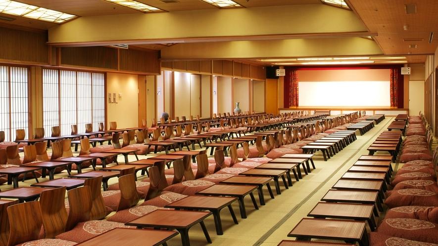 【宴会場】大人数でのお集まりには宴会場のご用意も。セット内容などお気軽にご相談下さいませ。