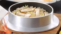 【松茸会席】(松茸ご飯)ふんわりのお米に松茸をしっかり詰め込んだ松茸ご飯はホカホカで美味。