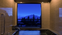 【半露天風呂付和洋室(雪の館)】半露天風呂は全室温泉。雪をテーマにゆっくり寛げる空間をご用意しました