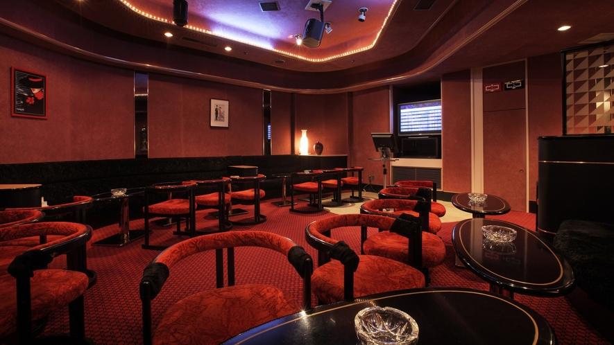 【倶楽部 紅と黒】シックな装いの小規模なクラブ。ゆったりと夜を過ごしたい方へ。