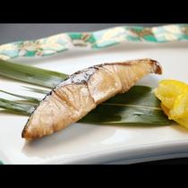 【ご夕食一例】山海の幸を丁寧に調理。女将の真心たっぷりです!