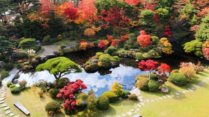 【ご褒美ひとり旅】 東京から100分で『癒しの世界』へ。ご馳走・温泉・庭園の美が誘う癒しのひととき。